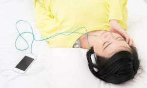 Read more about the article ฟังเพลงก่อนนอนมีข้อดีอะไรบ้าง